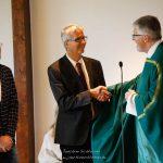 Pfarrer Wurzer begrüßt Thomas Seibert