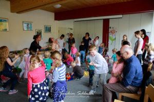 "Kinderkirche zum Symbol ""Taube"""