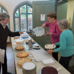 Kuchenverkauf beim Adventsbazar 2017 im Gartensaal der Hessingburg