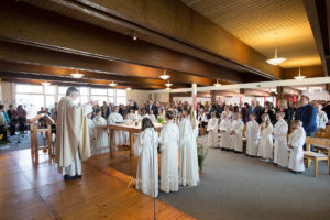 14 Kinder: Erstkommunion 2018 Kuratie St. Johannes Baptist